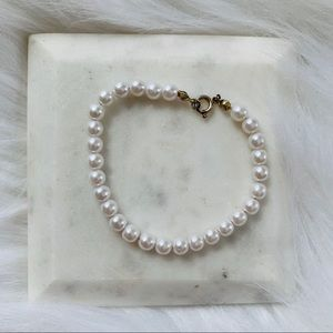Jewelry - 🛍FREE WITH PURCHASE Imitation Pearl Bracelet